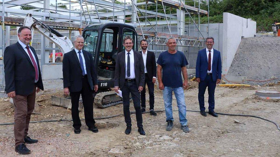 Bürgermeister besuchen DHL Baustelle im RIO
